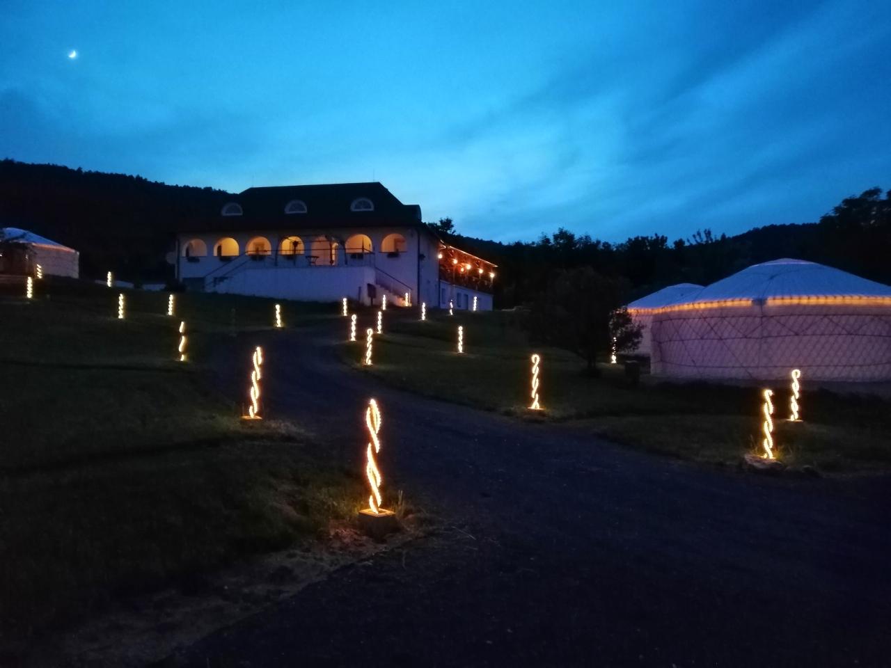 Jurta hotel Balatongyörök Galéria Park 7